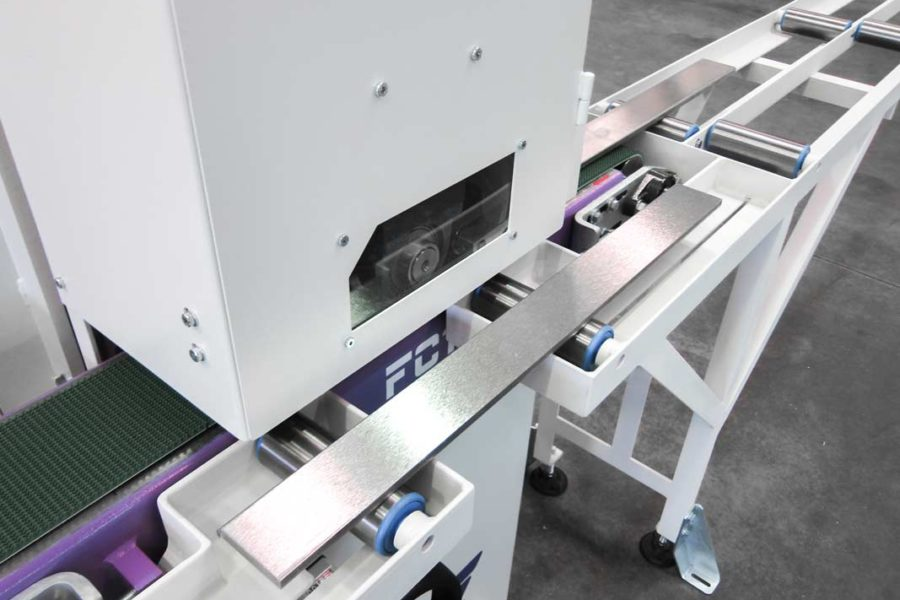 Manual-loading-and-unloading-system-for-surface-finishing-machine